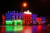 Наружное освещение: архитектурное освещение зданий, фасадов дома в Сургуте